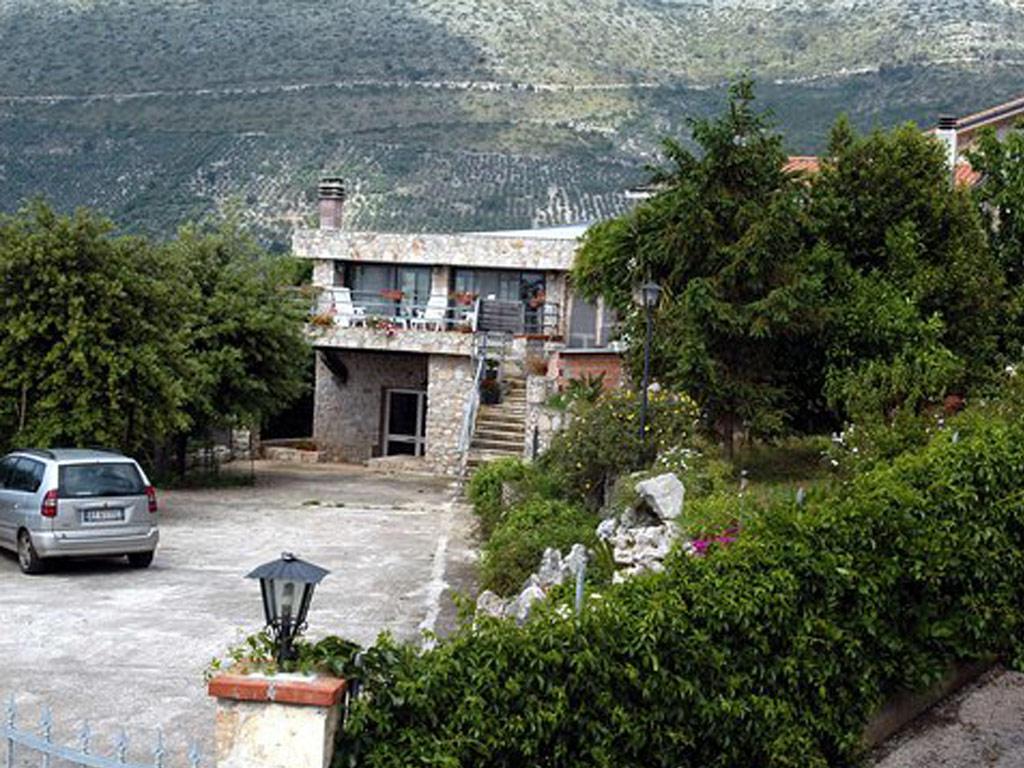 la-villa-ed-il-cortile1