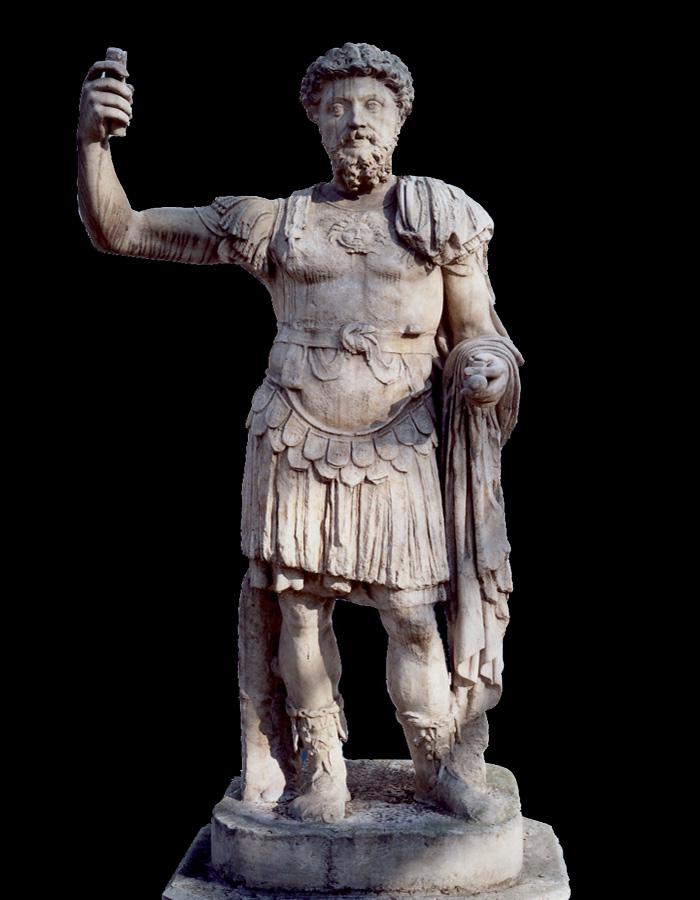 Fig.3 : Marmi da Privernum 'scoperti, dispersi e ritrovati': statua loricata con testa, non pertinente, di Marco Aurelio. Roma, Musei Vaticani.
