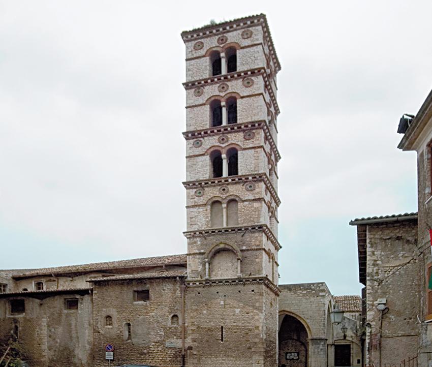 10 – Sermoneta, Chiesa collegiata di S. Maria: campanile, sec. XII.