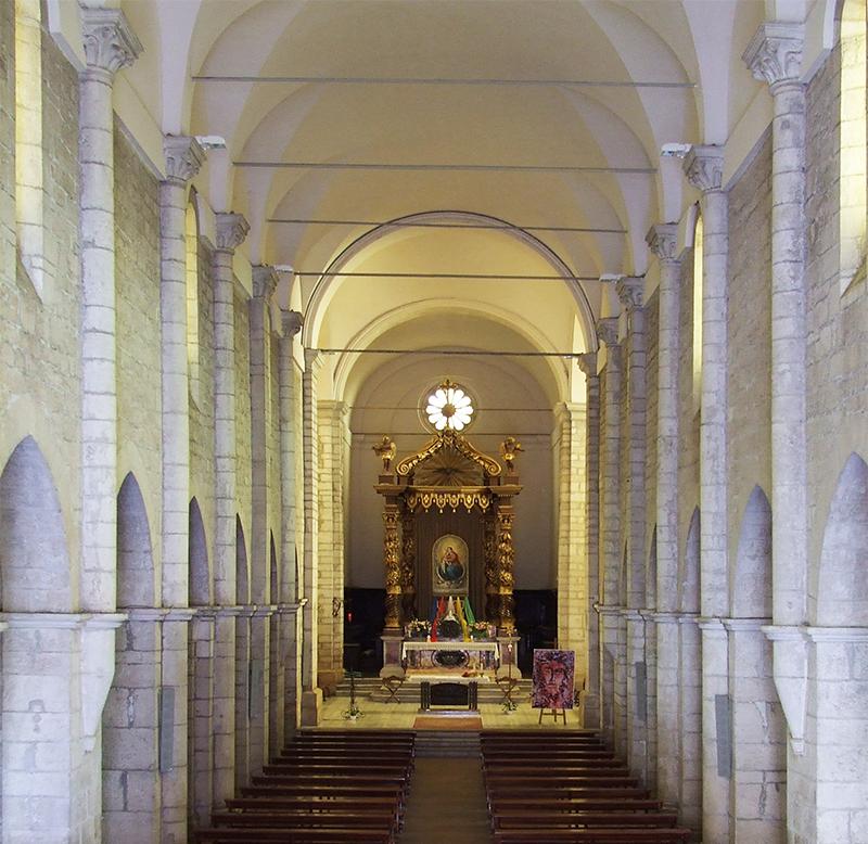 11 – Sezze, Basilica concattedrale di S. Maria: navata centrale, sec. XIII.