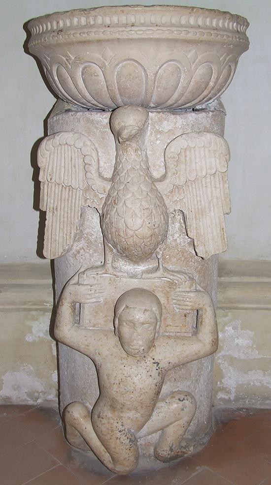 13 – Sezze, Basilica concattedrale di S. Maria: pannello frontale dell'ambone medievale (riutilizzato come base d'acquasantiera), sec. XII-XIII.