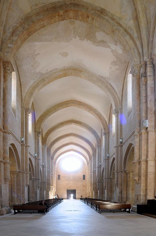 20  - Priverno, Abbazia di Fossanova: interno della Chiesa, sec. XIII.