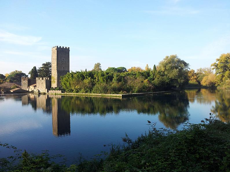 8 – Ninfa: Il castello e il lago, antico feudo dei Caetani.