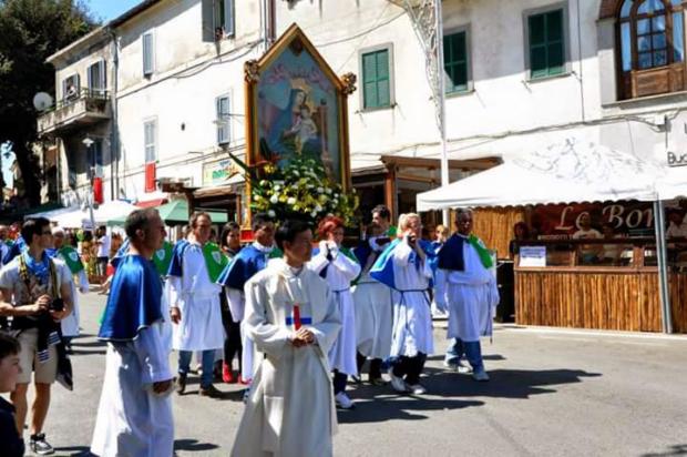 un-momento-della-solenne-processione-9-620x412