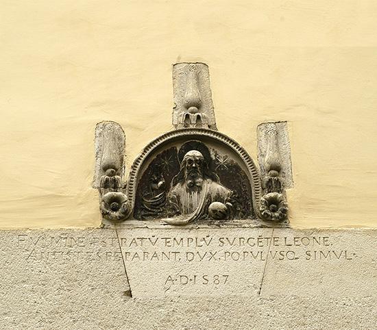 """ill.7 : Chiesa di S.Erasmo, """"cimasma di tabernacolo""""."""