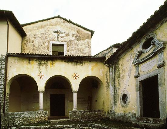 ill. 11: Facciata della chiesa del Convento di S. Francesco, seconda metà del sec. XIl.