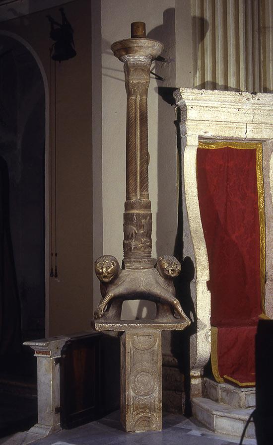 ill.8 : Chiesa di Santa Maria della Pietà, il candelabro pasquale.