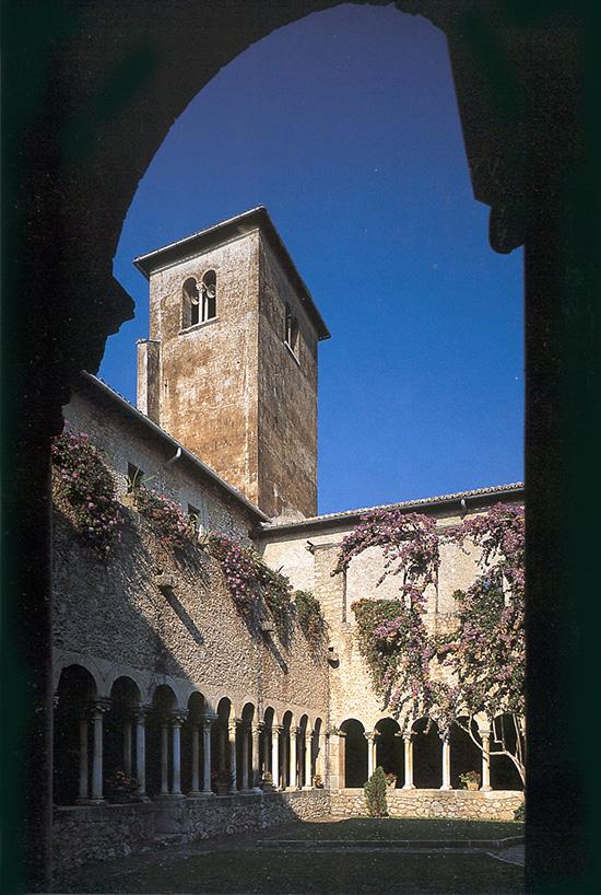 ill.3 : Abbazia di Valvisciolo, chiostro.
