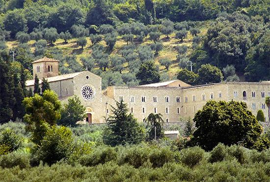 ill.1 : Abbazia di Valvisciolo, facciata.