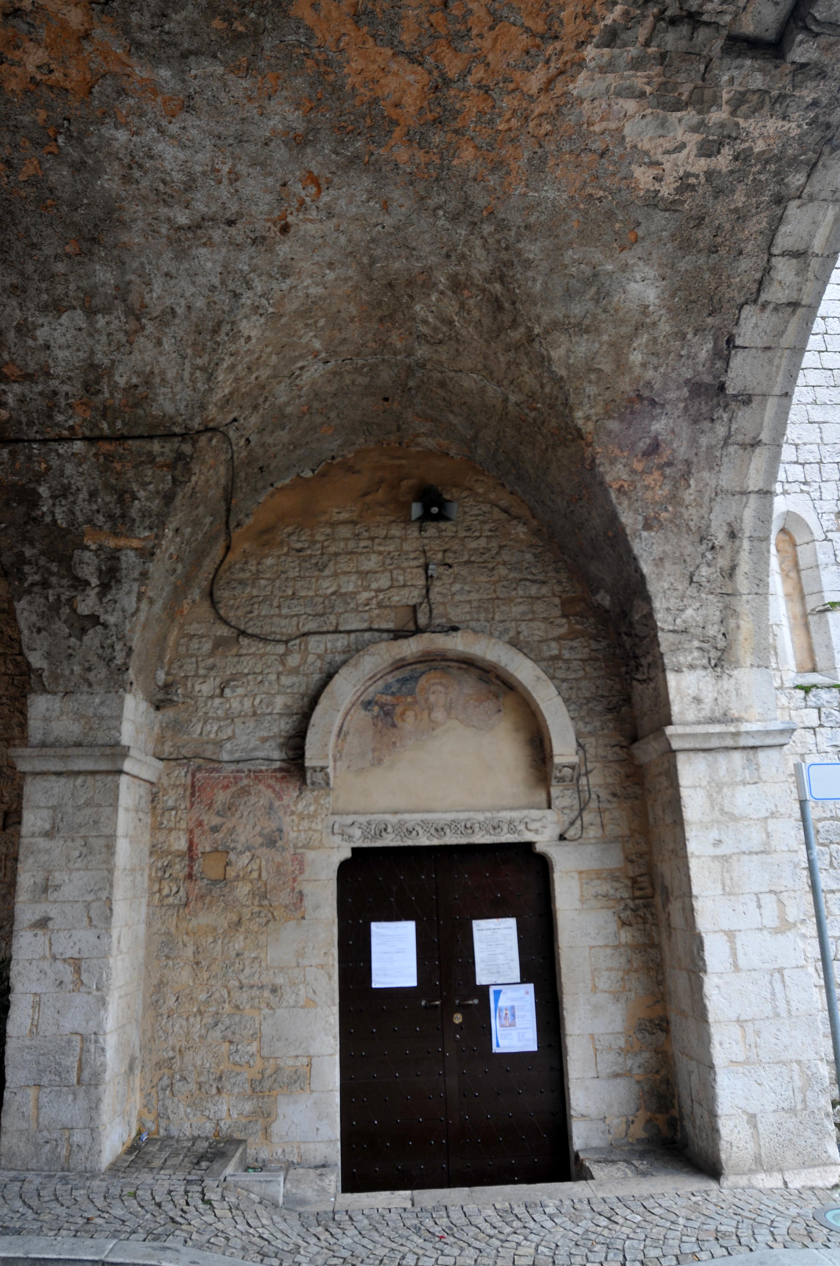 ill.16: Toballo de Janni, 1336, Architrave del portale d'ingresso chiesa S. Antonio Abate