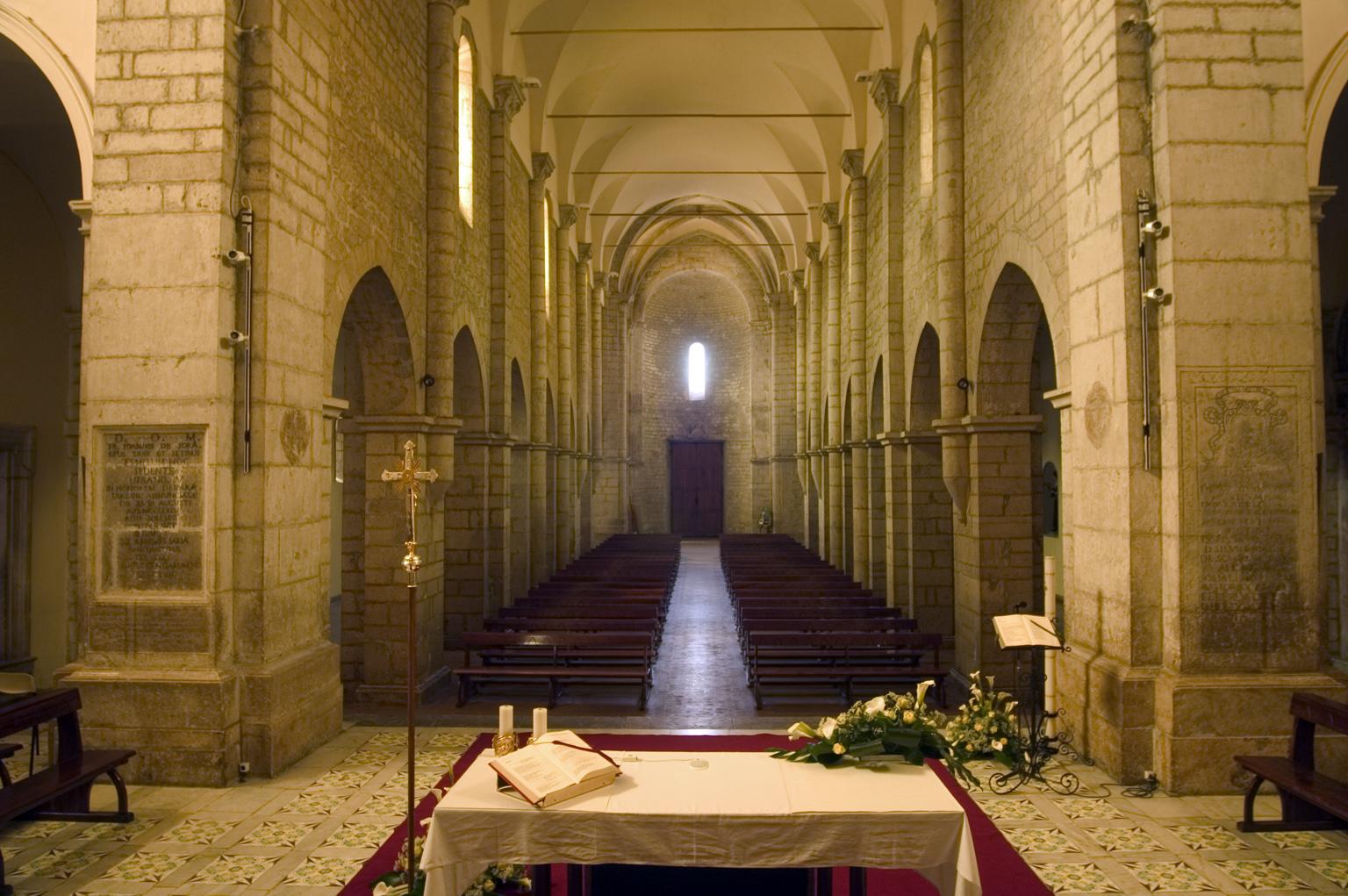 ill.2: Cattedrale di S. Maria, navata centrale