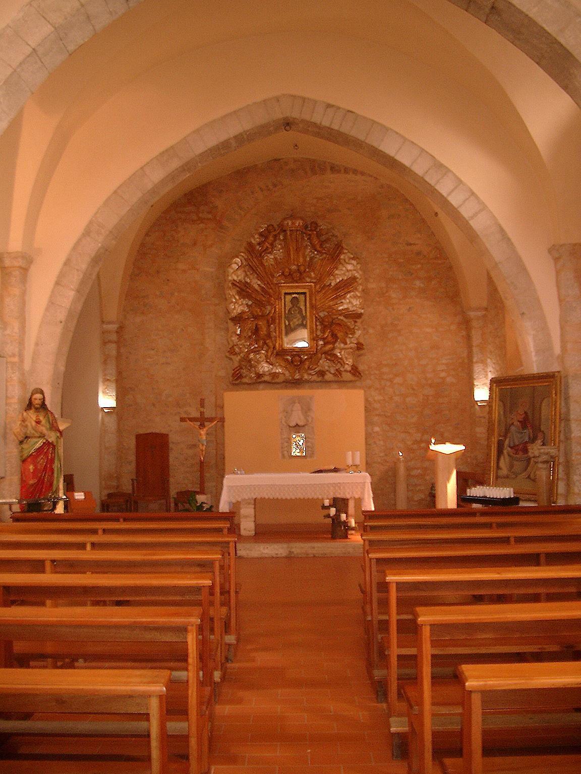 ill.2: interno chiesa San Michele Arcangelo