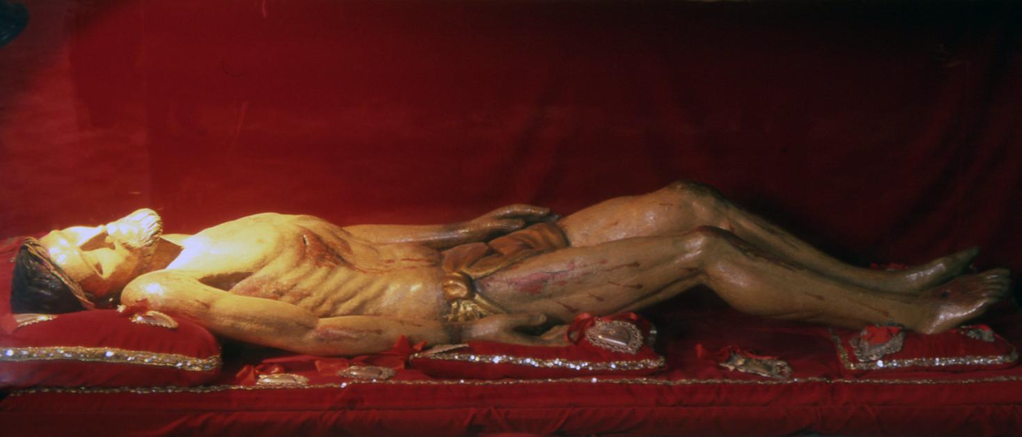 ill. 4: Autore sconosciuto sec. XV(?), Cristo deposto, legno scolpito e dipinto