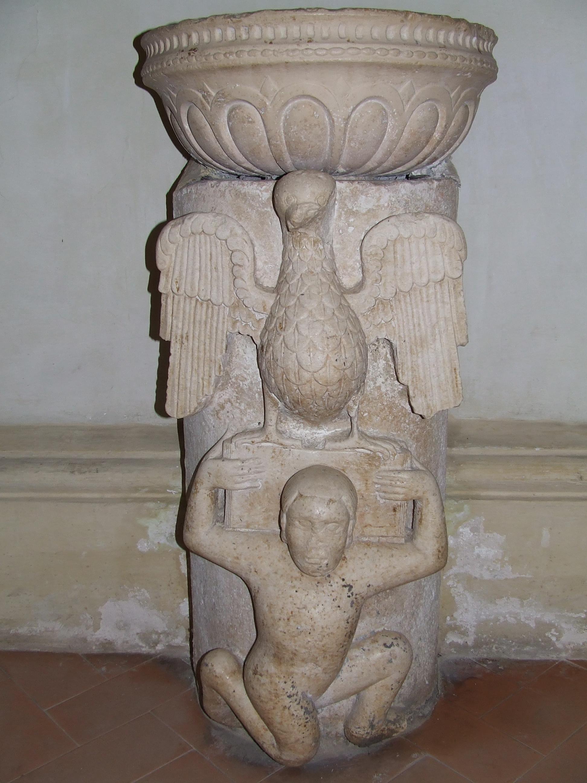 ill.6: resti dell'antico ambone