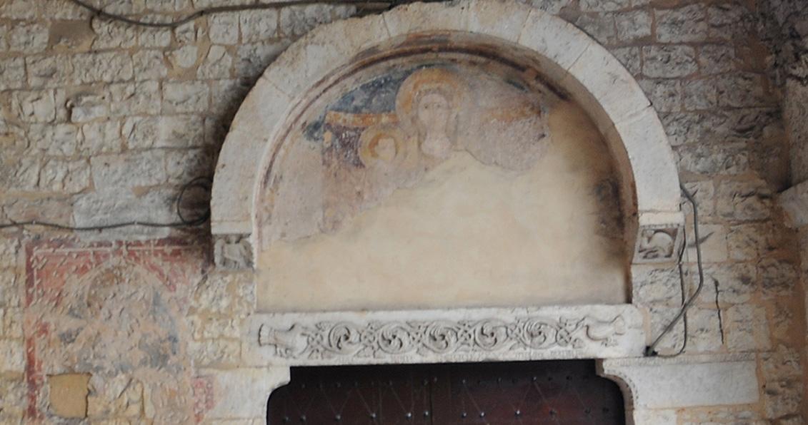 ill.18: Madonna con il Bambino, lunetta dipinta, XIV sec.
