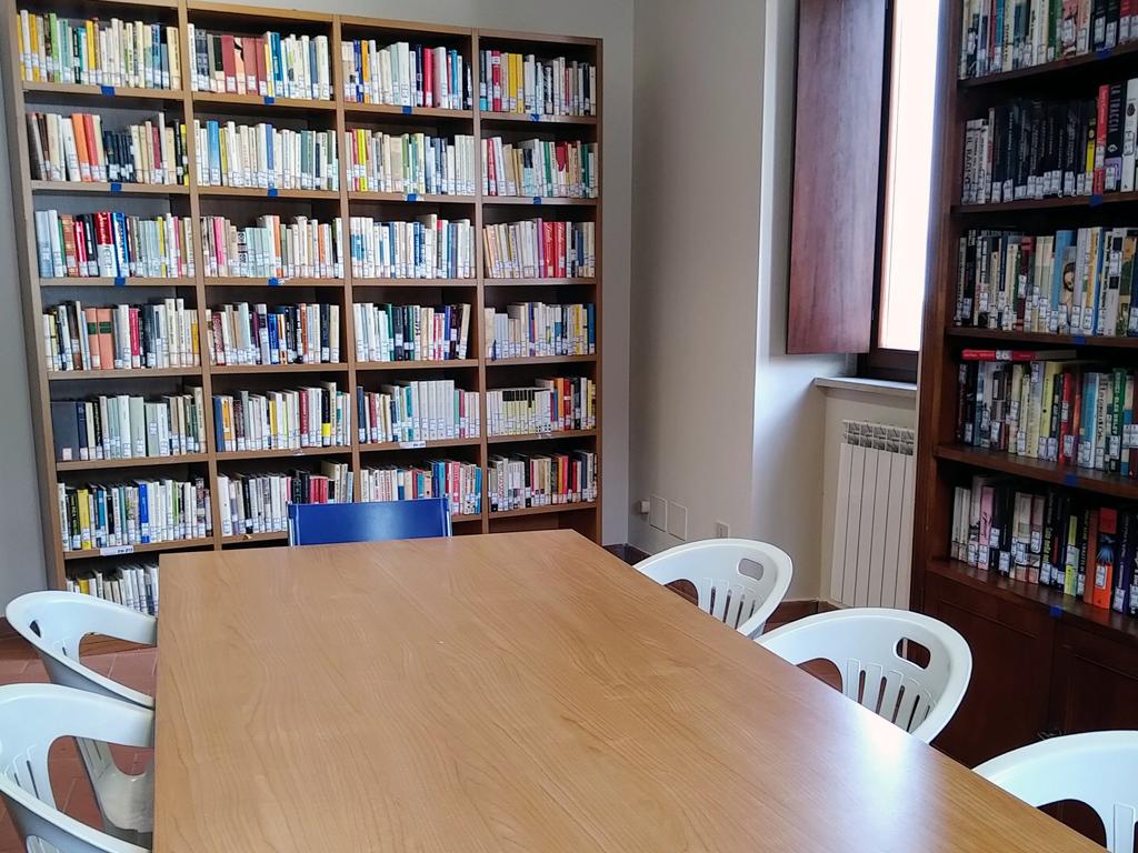 biblioteca-maenza-2