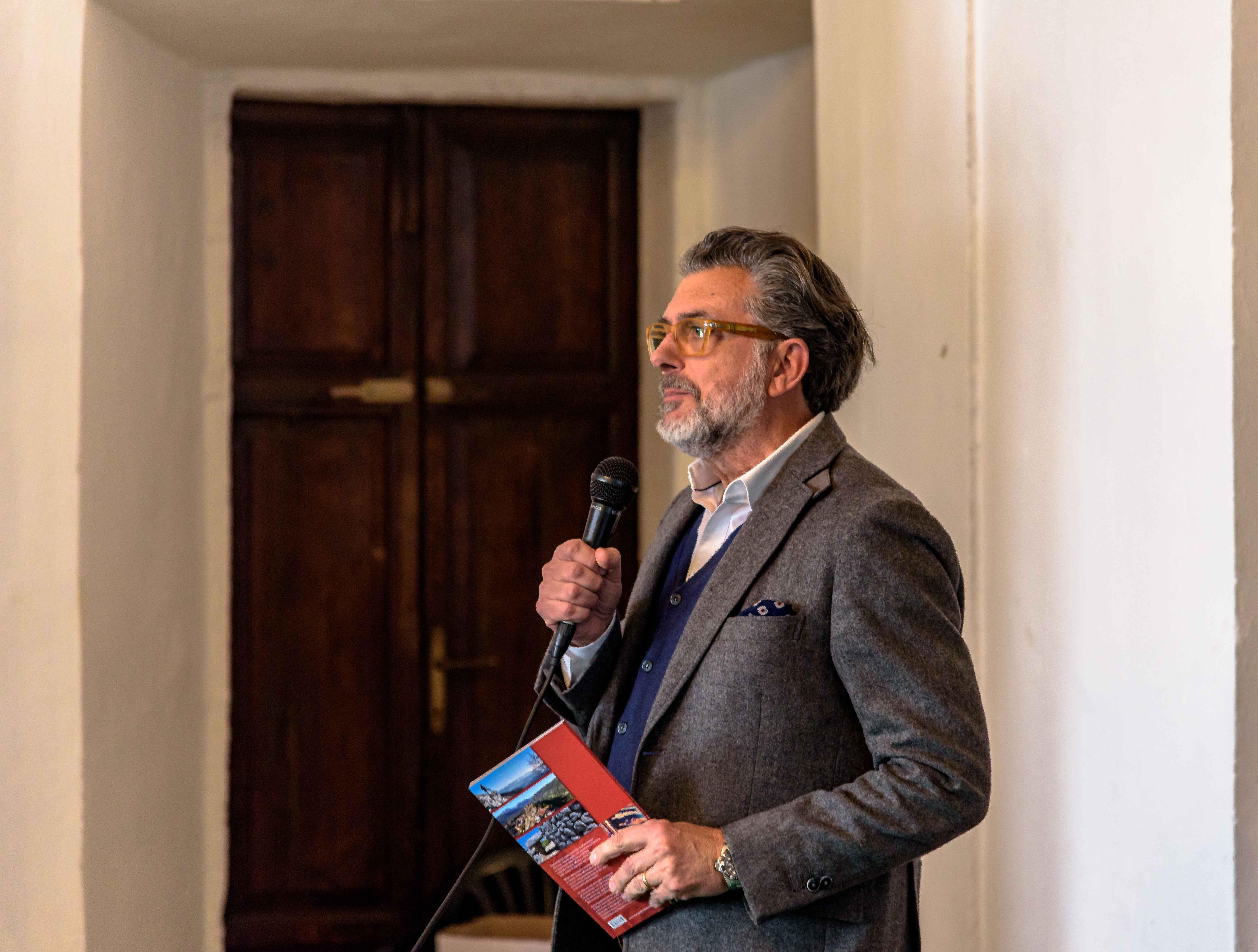 Vincenzo Scozzarella, Critico dell'Arte
