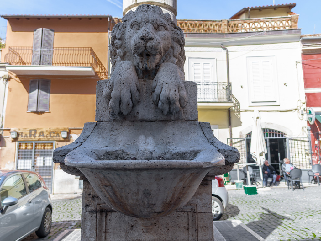 Fontana due leoni