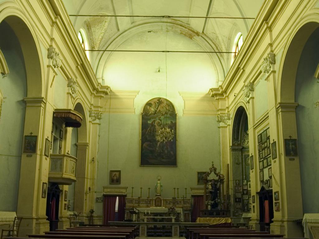 Chiesa San Bartolomeo interno