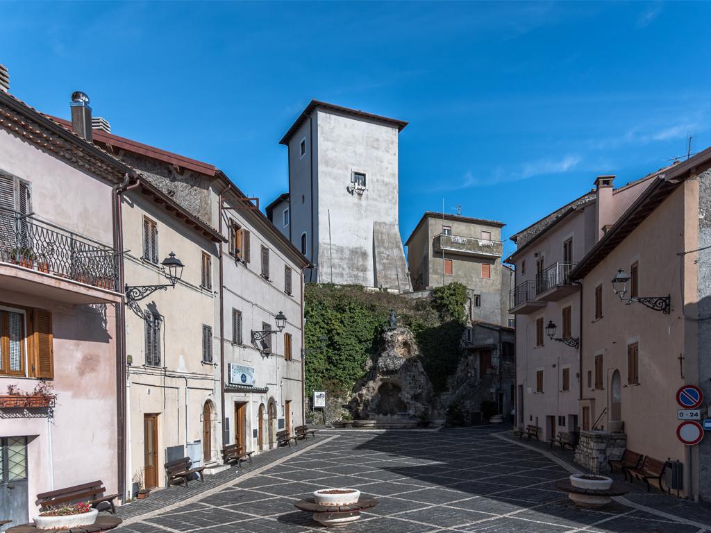 Piazza Vittorio Emanuele II e la Fontana della pastorella