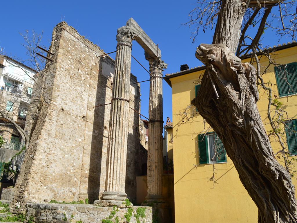 Cori, il tempio dei Castori nel foro della città antica
