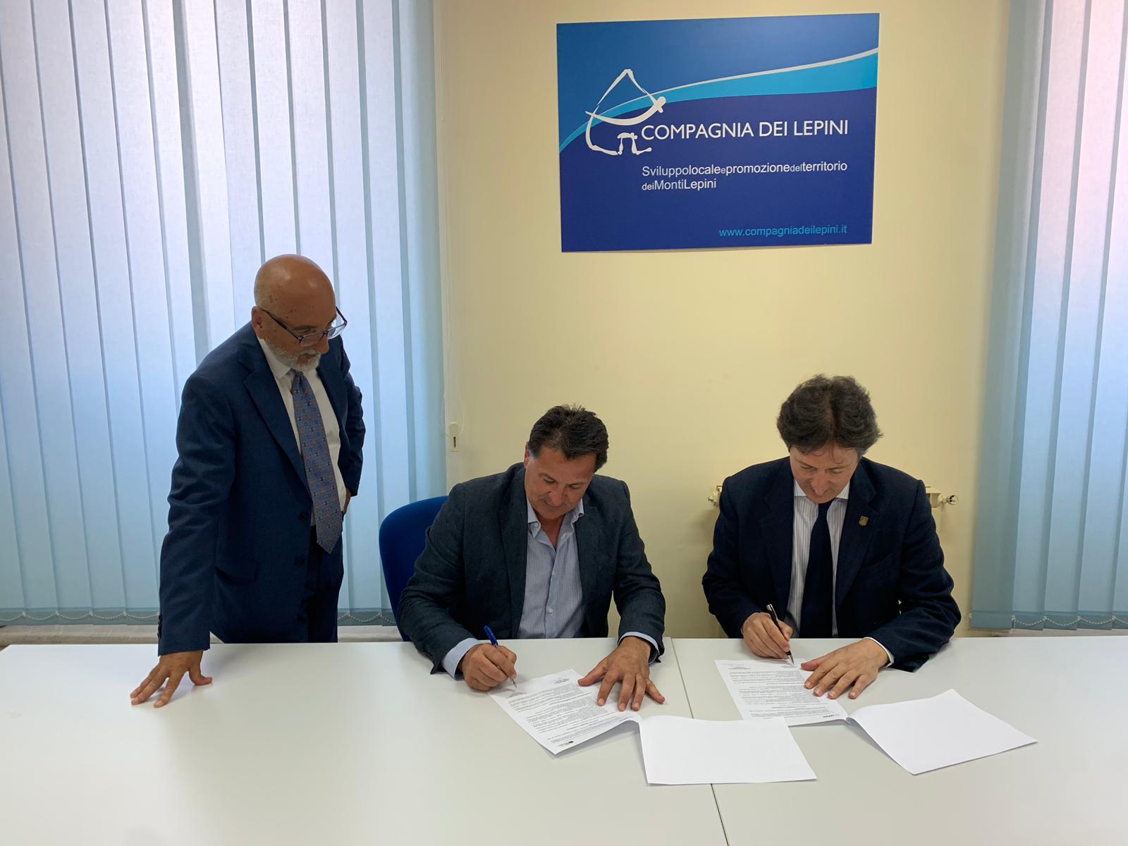 firma-protocollo-intesa-compagnia-dei-lepini-e-film-commission-1