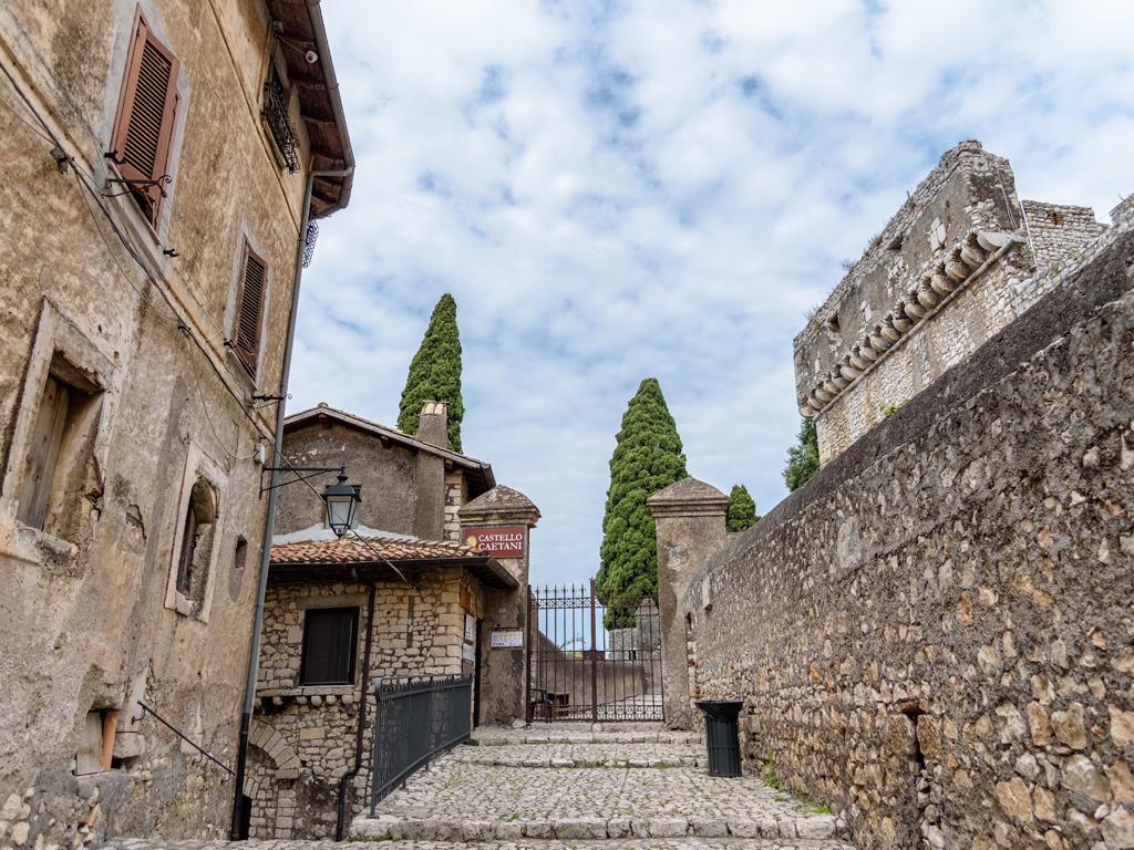 castello-caetani-esterno1024x768