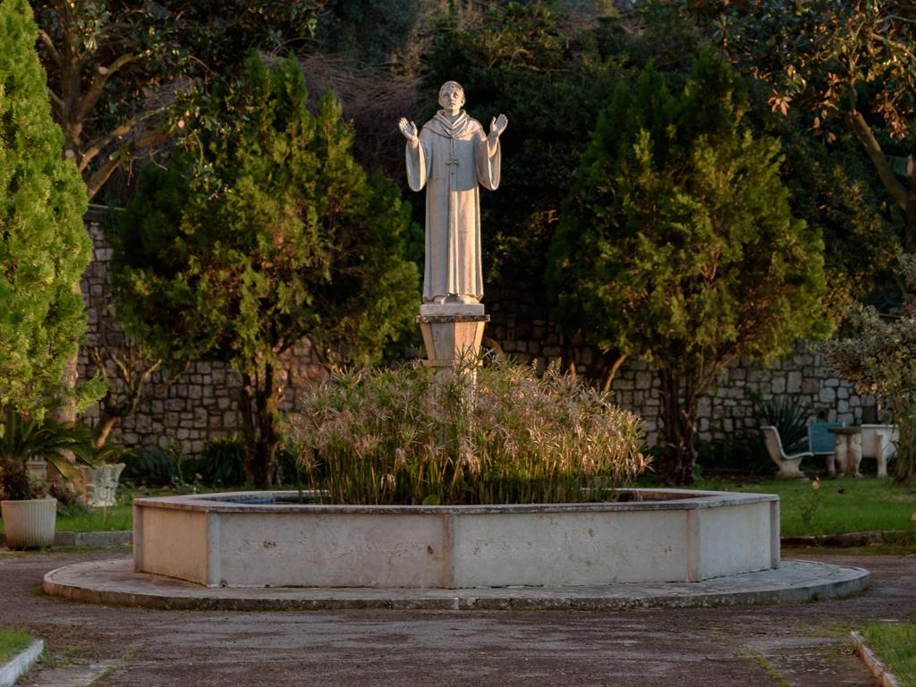 statua-fuori-abbazia-1024x768